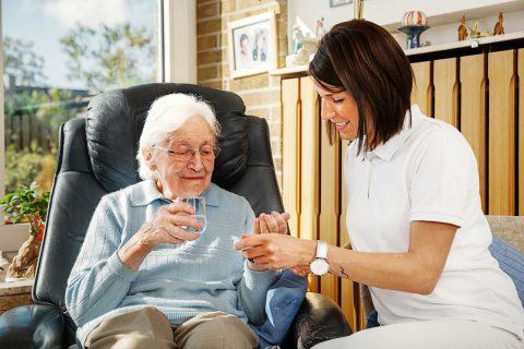 Pflege zu Hause – Tipps für Angehörige und Betroffene